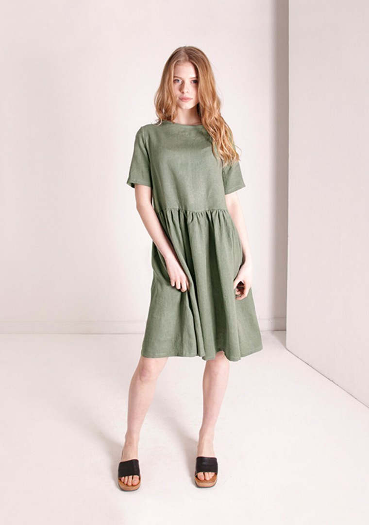 Linen dress Darling in moss green 1