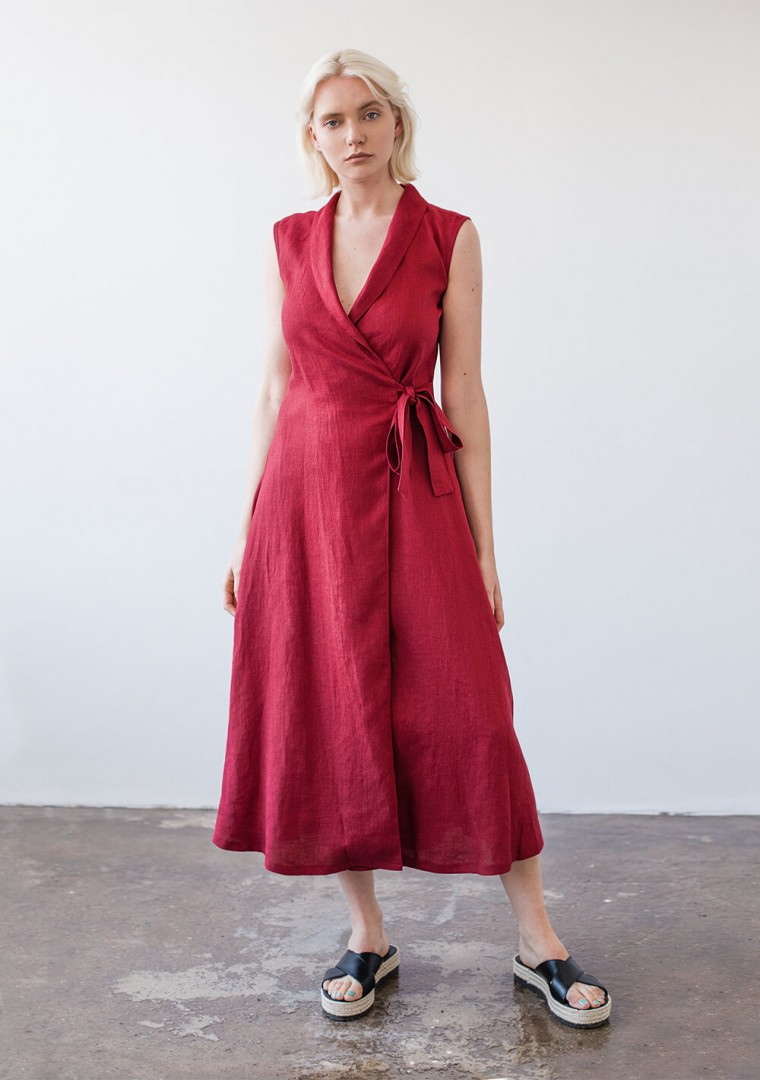 Sleeveless linen wrap dress Serena in ruby red 2