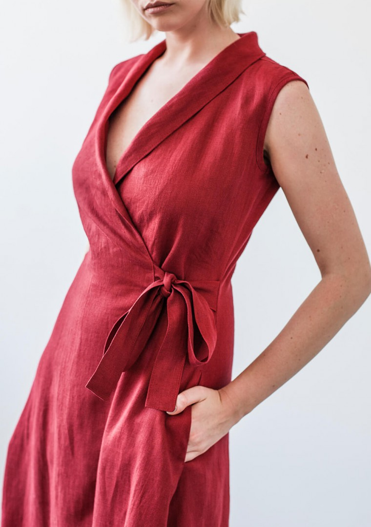 Sleeveless linen wrap dress Serena in ruby red 3