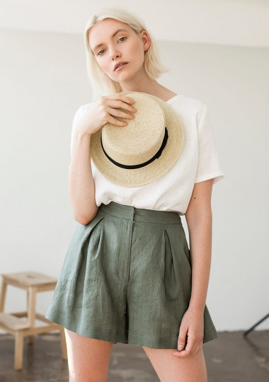 Linen shorts Agnes in moss green