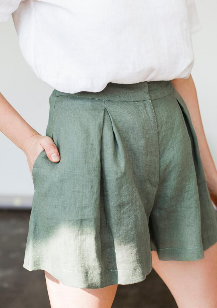 Linen shorts Agnes in moss green 4