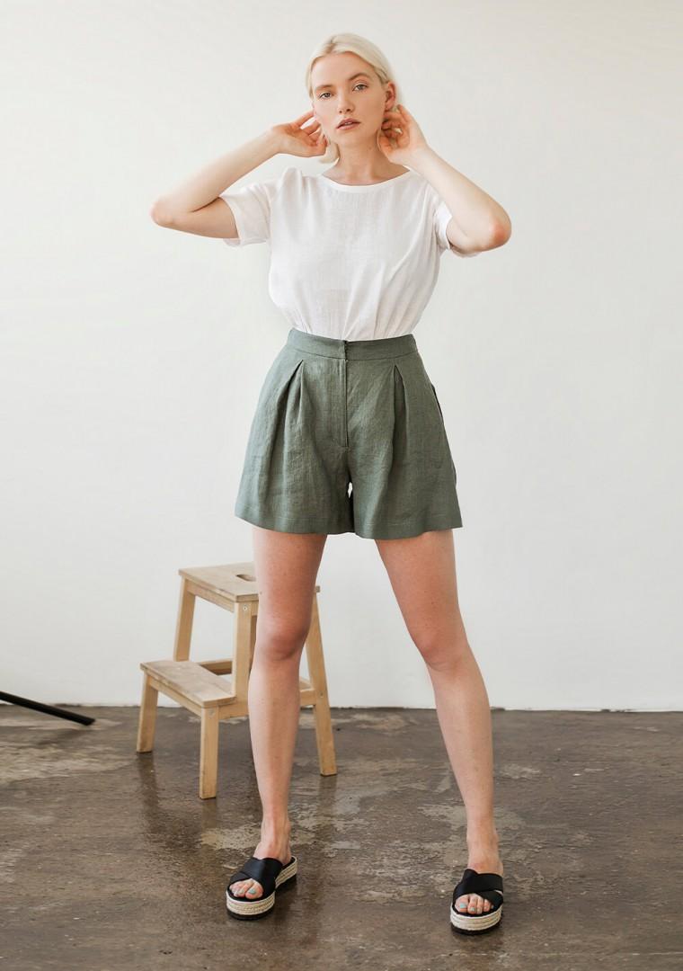 Linen shorts Agnes in moss green 5