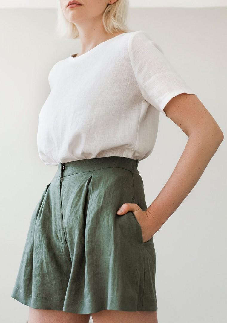 Linen shorts Agnes in moss green 3