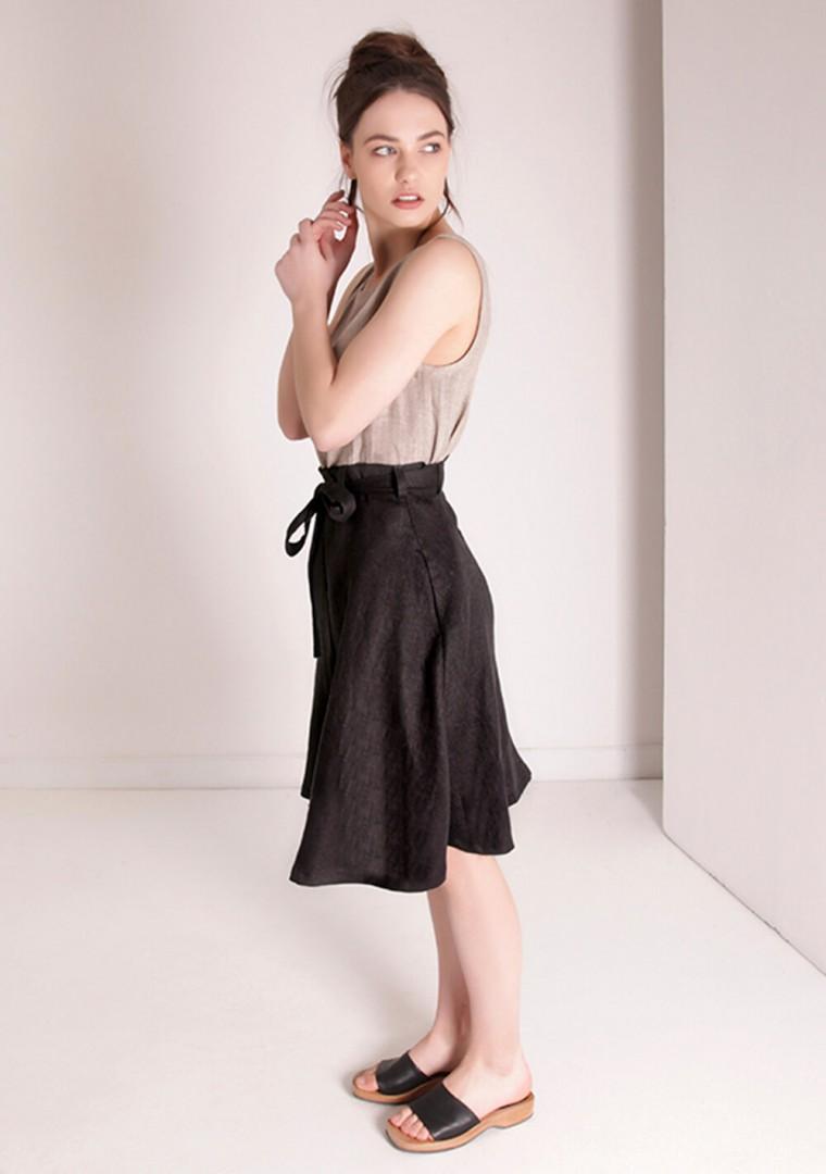 Flowy linen midi skirt Reign in black 2